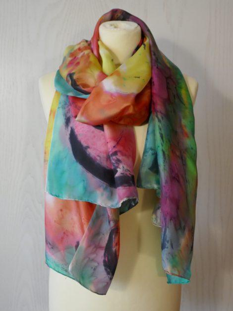 Echarpe de seda natural 90x180 cm con motivo abstracto de grandes flores.