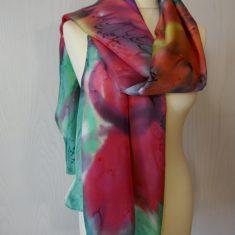 Echarpe de seda natural 90x180 cm con motivo abstracto de flores de colores.