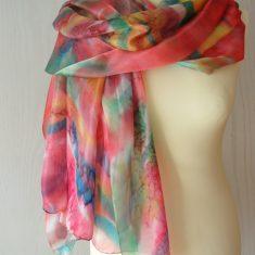 Foular grande de seda natural 90x180 cm con motivo abstracto rojo colorido.