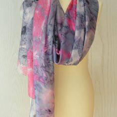 Foular grande de seda natural 90x180 cm con motivo abstracto marmoleado morado rosa.