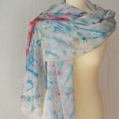 Foular grande de seda natural 90x180 cm con motivo abstracto salpicado azul y rojo.