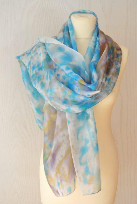 Foular grande de seda natural 90x180 cm con motivo abstracto salpicado azul y marrón.
