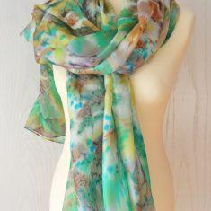 Foular grande de seda natural 90x180 cm con motivo abstracto salpicado marrón y verde.